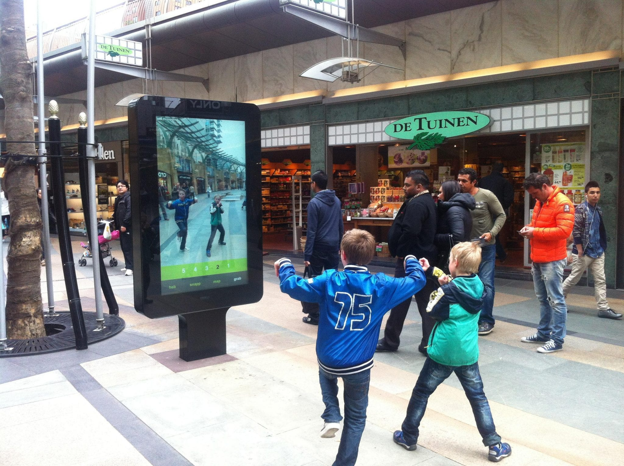 Zytronic and Surtronic 72 inch digital signage in Rotterdam