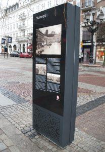 2_imotiong6-47-portrait-front-glass-interactive-info-kiosk-helsingborg-bac